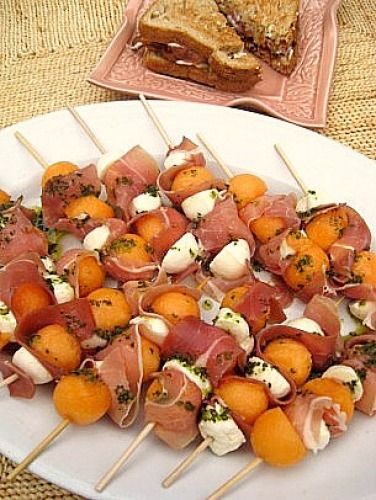 Melon, Prosciutto, and Fresh Mozzarella Skewers...mmmm summer