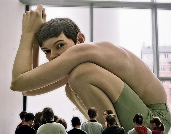 Escultura hiper-realista do artista australiano Ron Mueck.: Artists, Illustrations Art, Web Design, Ronmueck, Hyper Realistic, Big Boys, Ron Mueck, Hyperrealist Sculpture, Blog Design
