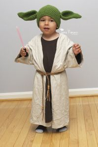 Easy DIY yoda costume using men's tees (just split it up the middle and add a belt!)