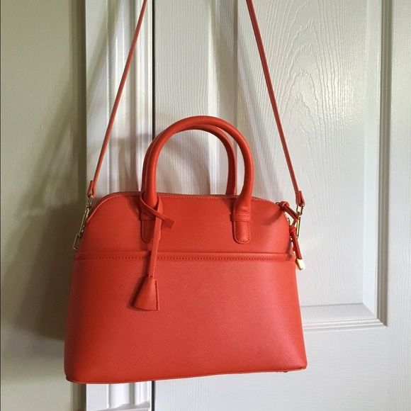 Zara Purse Has a detachable strap. Has only been used ONCE! Zara Bags Satchels
