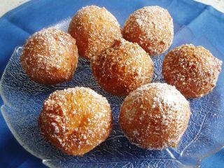 German fried 'Quarkbällchen'. I always eat them when I'm in Germany. Finally, with this recipe I can make them myself now, they're soooooooooooooooooo yummi! #dough (an english version here: http://ostwestwind.twoday.net/stories/4628930/)