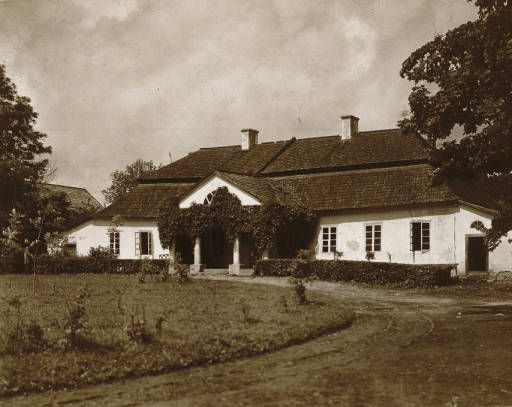 Woj. nowogródzkie: a country house :: Jan Bulhak Collection :: Digital Collections :: University at Buffalo Libraries. Click the image to visit the University at Buffalo Libraries Digital Collection and learn more about the photograph. #ublibraries #polishroom #JanBulhak #Poland