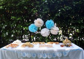 Ieri pomeriggio il tempo era perfetto per allestire all'aperto i tavoli per gli ospiti del piccolo festeggiato! La sua mamma si è innamora...