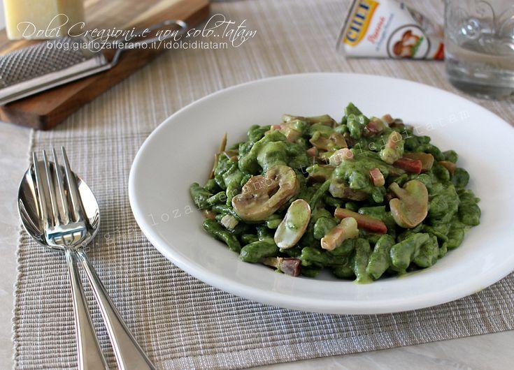 Gnocchetti+tirolesi+verdi+cremosi,+funghi+e+speck+(spatzle+di+spinaci)