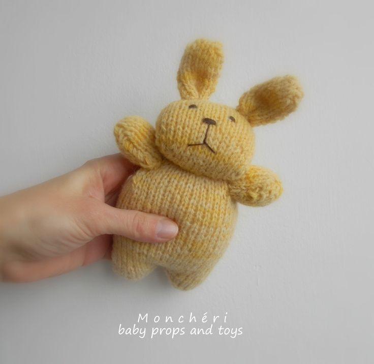 Pletený+velikonoční+králíček+-+4+barvy+Zvířátka+jsou+ručně+pletená+zvlněných/mohérových/bavlněnýchpřízí,+,+výška+zvířátek+je+cca+15cm,+jsou+vycpané+dutým+vláknem,+očka+mají+ručně+vyšívané,+prát+se+dají+v+ruce.+***+Králíčci+jsouurčení+jako+rekvizita+k+focení+nebo+dekorace,+popřípadě+hračka+pro+děti+od+3-let.+***+V+případné+objednávce...