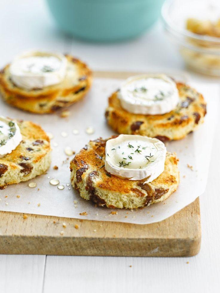 Recept 'Geitenkaasje op krentenbrood met compote van peren' | njam!