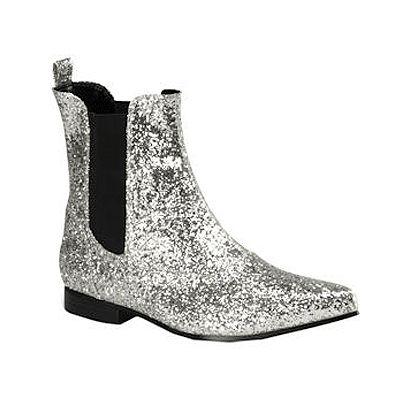 Zilveren glitter enkel laarsjes voor heren. Schitterende zilveren enkel laarsjes met pointed toes. Makkelijk aan te trekken door het zwarte elastiek aan de zijkant. Oogverblindend mooi door de vele glitters op deze schoen. Verkrijgbaar in verschillende maten.