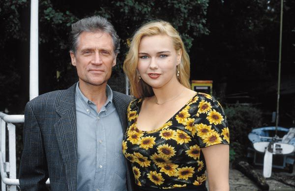 """Robert Atzorn und Veronica Ferres in der TV-Serie """"Unser Lehrer Dr. Specht"""""""