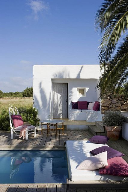 A patio in Formentera, Spain. (images by Jordi Canosa / styling by Daniela Cavestany / images were published in Spanish magazine INTERIORES)