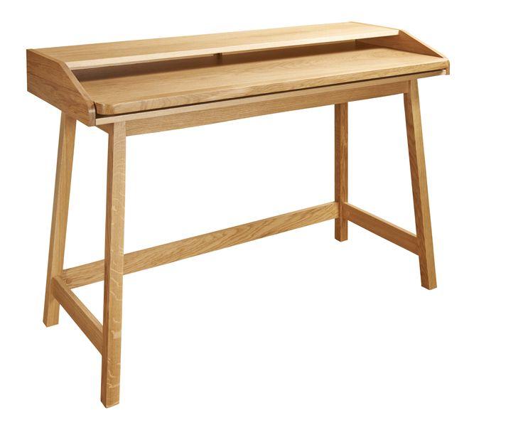 Skrivebordmed uttrekkbar bordplate som gjør den perfekt til små rom. Er også fin som sminkebord eller konsollbord. Ben i heltre eik og topplate i eikefiner.