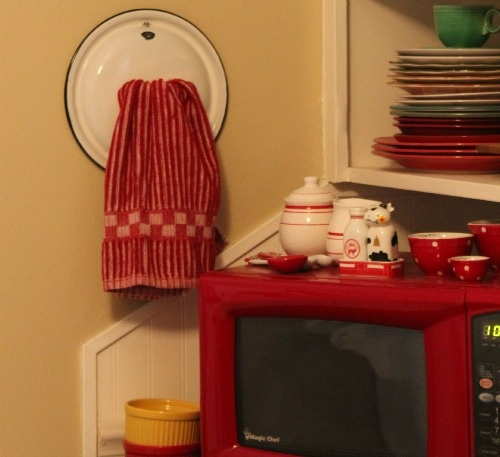 Kitchen Towel Hooks For Towels: How Clever!! She Used An Enamel Lid For A Kitchen Towel