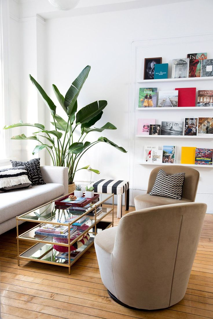 This Cozy Office Gives MAJOR Small-Space Inspiration #refinery29 Mono Sofa by Blu Dot