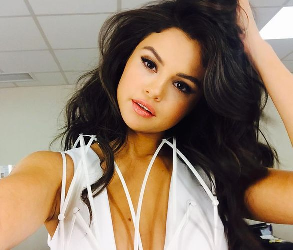 Selena Gomez 2016 http://thecelebrityspy.com/2015/12/12/selena-gomez-she-flirts-with-niall-horan-really-it-responds-at-last/selena-gomez-2016-7/