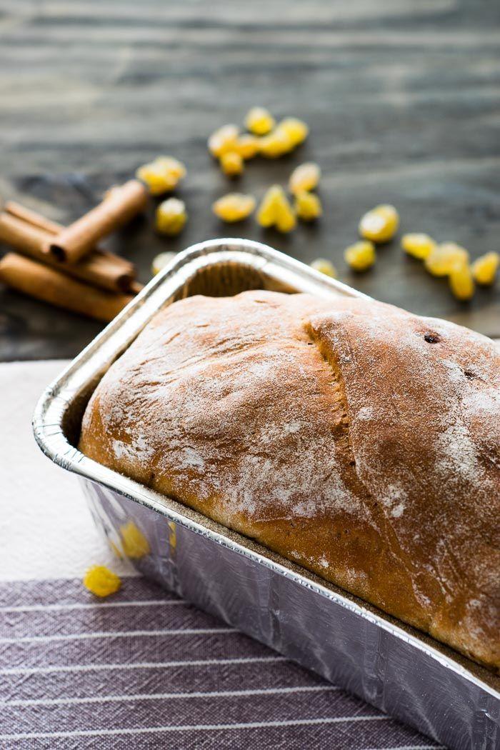Comprar pronto pode ser mais fácil, mas este pão de canela e passas feito em casa é muito mais gostoso que a versão de supermercado!