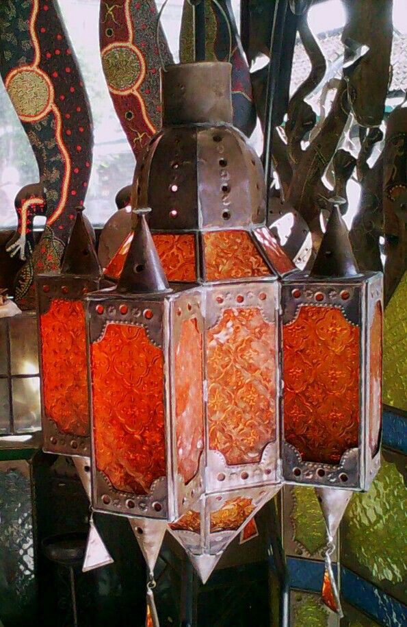 Moroccan lantern boxes are made from antique brass and glass colors, suitable for display at home in the hotel, receive orders large and small parties, Rp.600,000