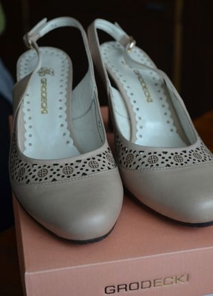 Kup mój przedmiot na #vintedpl http://www.vinted.pl/damskie-obuwie/na-wysokim-obcasie/10583416-czolenka-bezowe-roz38-nowe-grodecki