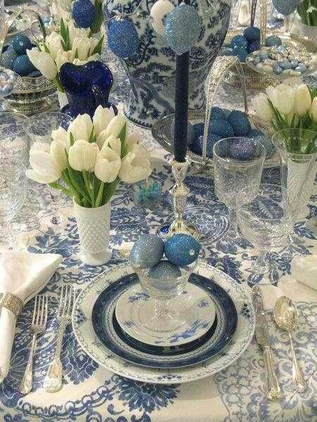 I adore blue and white table settings.