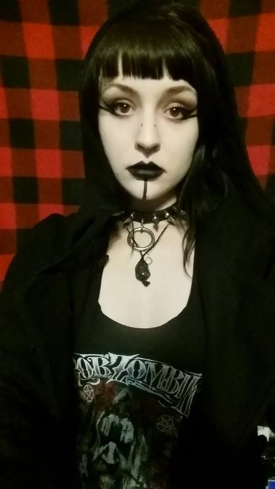 goth girl frame lips - photo #2