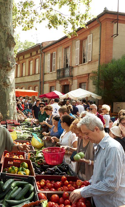 Un petit tour au Marché Saint Aubin ? Véritable attraction du dimanche matin, il propose bons produits, musique, bouquinistes et animation ! © D. Viet #toulouse #visiteztoulouse #market R