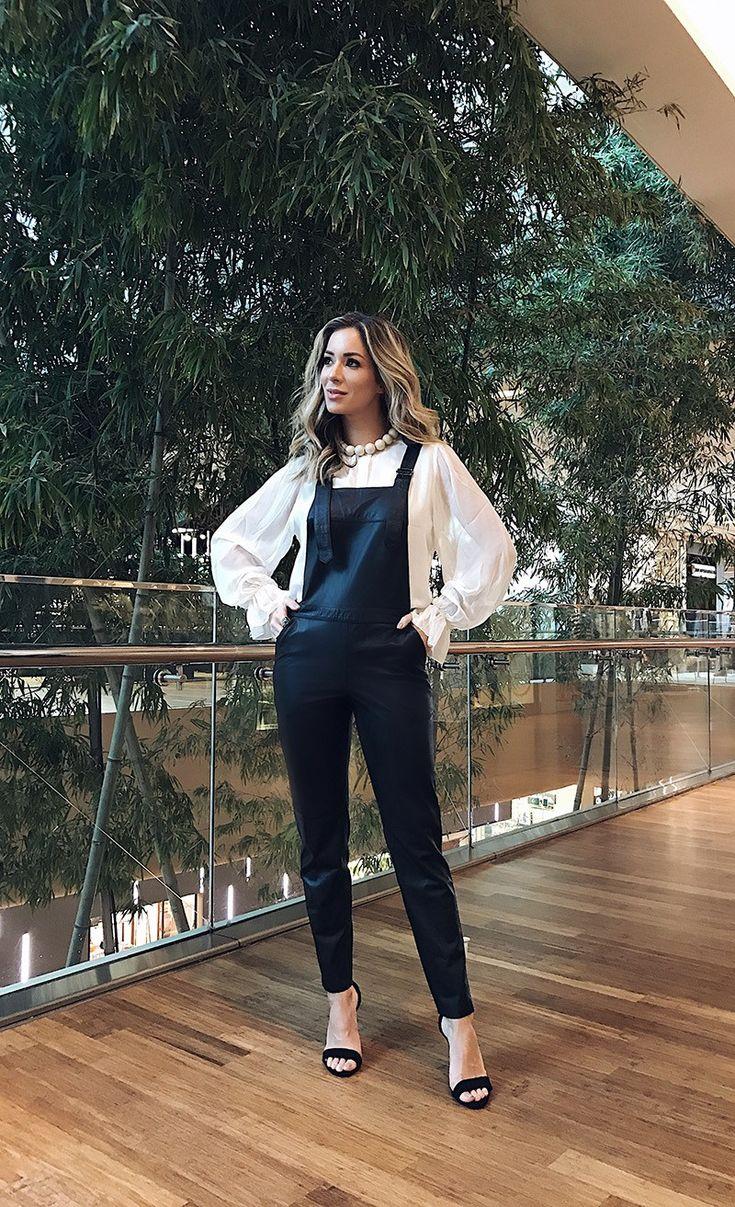 Look de Helena Lunardelli com Camisa seda branca e macacão de couro – Super cool , e pode se adaptar a diferentes ocasiões dependendo da escolha do sapato