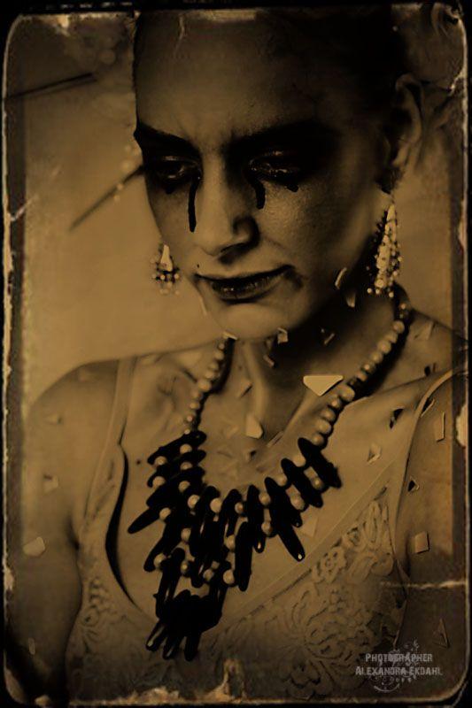 Photographer Alexandra Ekdahl Fotograf Stockholm Amelia Cazorla makeup SaraLo Serra Nilsson styling 7 tears blood horror dark