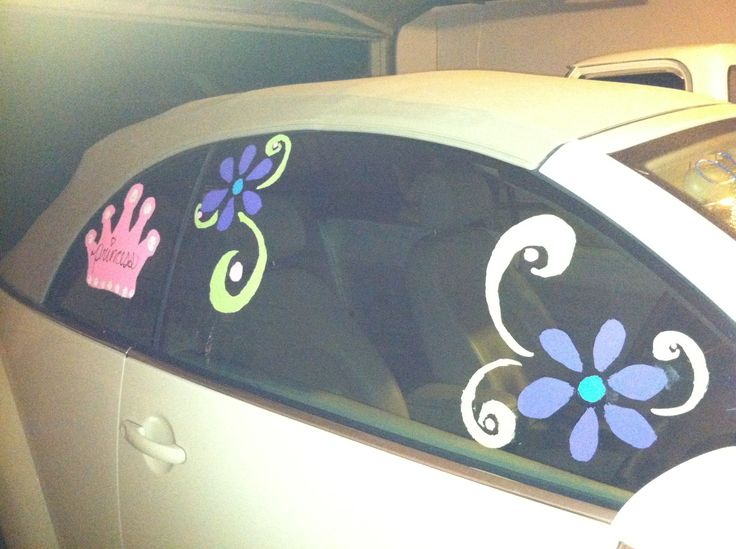 Window painting by Veronica Arreola for senior car