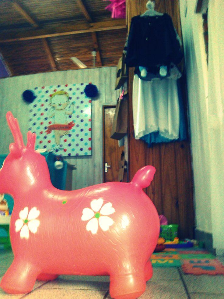 Taller de F & I con productos para ver, juegos para entretener a los chicos, caballito inflable, corralito, alfombra de goma eva y más. Bienvenidos/Bienvenidas!!