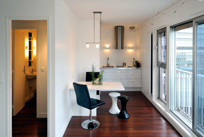 La table de cuisine pliante est une bonne solution pour les cuisines et les salles à manger qui sont un peu plus étroites. L'aménagement de petit espace se
