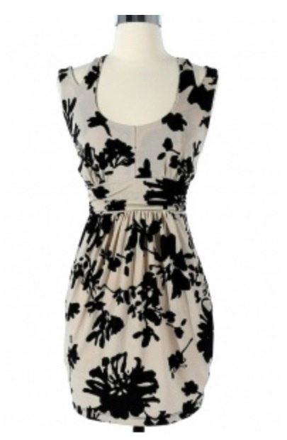 Black and white floral dress. So pretty and elegant!