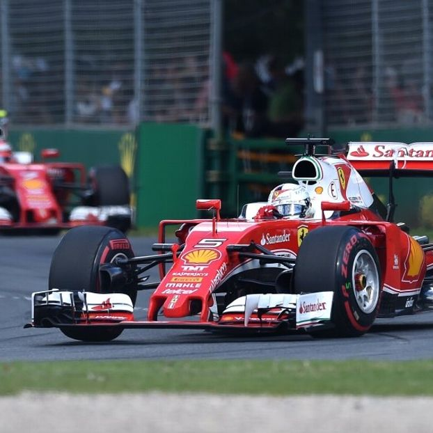 Le due #Ferrari in azione #Melbourne