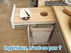 Il s'agit en fait de faire un plan de travail qui intègre directement un trou vers une poubelle. Comme ça, vous n'avez plus qu'à faire glisser les déchets dedans, au lieu d'avoir à ouvrir le placard, puis la poubelle...  Découvrez l'astuce ici : http://www.comment-economiser.fr/plan-de-travail-ingenieux-facilier-vie.html?utm_content=buffer85287&utm_medium=social&utm_source=pinterest.com&utm_campaign=buffer
