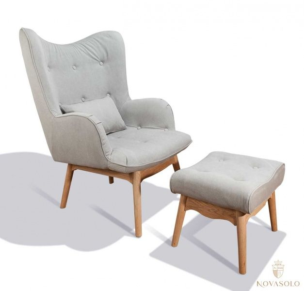 "Moderne og delikat New Amsterdam lenestol med puff. Stolen har understell i eik og et holdbart og varig ""stone washed"" stoff i bomull og polyester.Mål stol:Bredde 80 cmDybde 80 cmH&o"