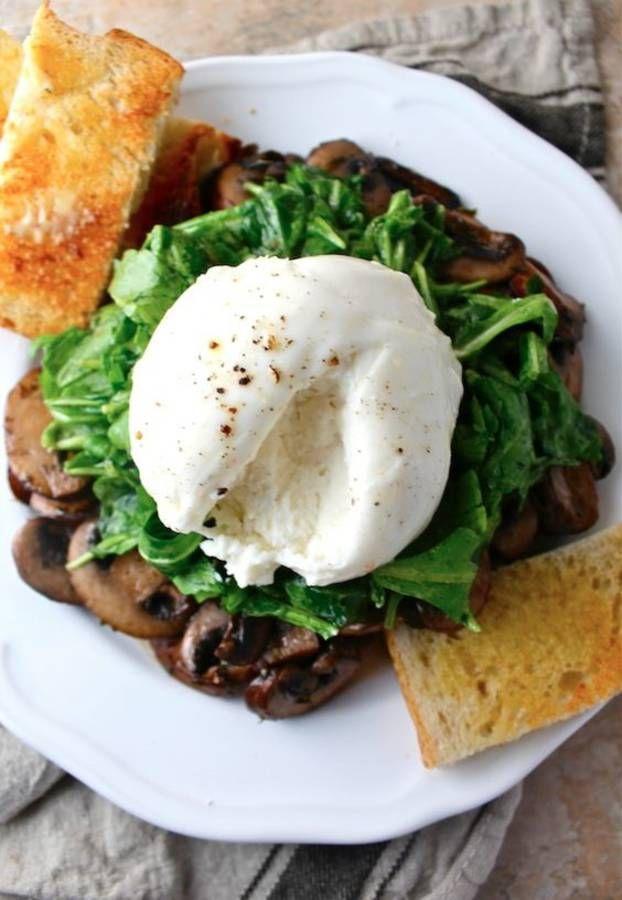 Salade de champignons (faire sauter avec beurre origan sel poivre) et burrata, vinaigrette moutarde citron huile olive