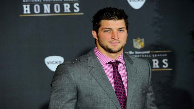 A look at a report indicating that the Denver Broncos have been looking to trade Tim Tebow ever since the NFL Scouting Combine in February.