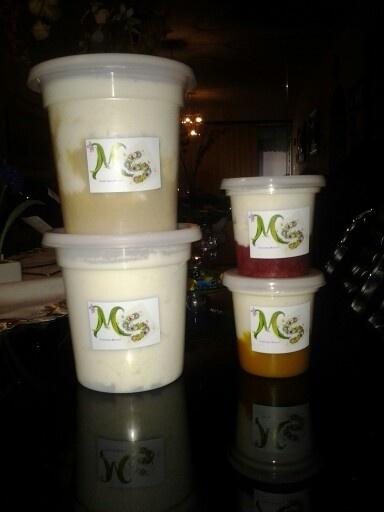 Ricos yogures griegos natural de piña mora y parchita
