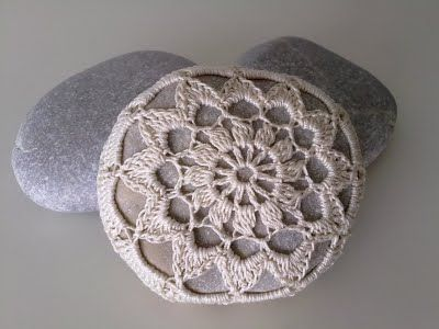 tute on how to cover a rock with crochet lace.