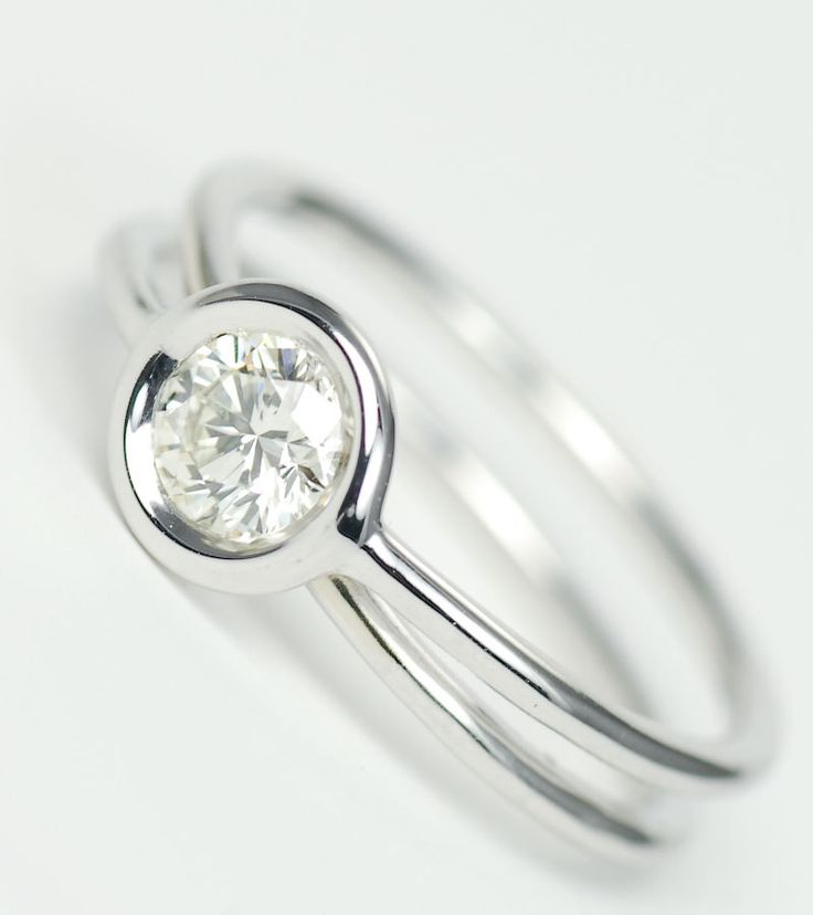 Diamond Bezel Twisted Thin Wire Solitaire Ring