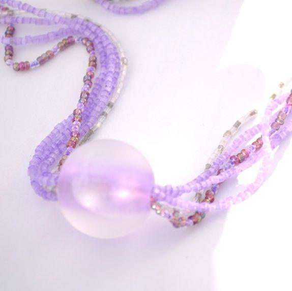 Halskjede av lilla perler