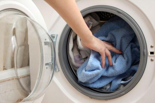 Come fare il perfetto lavaggio in lavatrice   Titty e Flavia, esperte di economia domestica e cura della casa, spiegano come fare il lavaggio perfetto in lavatrice.