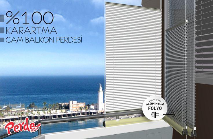 Beyaz Punto Desenli Karartma Cam Balkon Perdesi  Plicell Markalı Cam Balkon ve PVC Perdesi  Karartma kumaşı sayesinde %100 güneş ışığını kesme özelliğinin yanı sıra, kumaşın bir yüzeyinde alüminyum folyo kaplıdır. Bu özellik direkt gelen güneş ışığının yansımasını sağlayarak, iç mekanda üst düzey bir ısı yalıtımı sağlar. Pileli görüntüsü ve puanlı deseni ile görselliğin ön planda tutulduğu bu perde modelleri, alev almaz, kir ve su tutmaz özellikleri ile de büyük kolaylıklar sağlar…