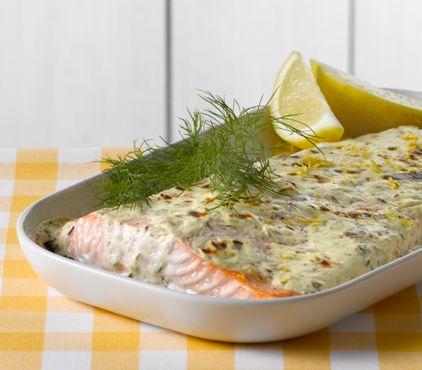 Uunilohi valmistuu perunoitten keittämisen aikana arki-iltaan. Tarjoa raikkaan salaatin kanssa!  #cremebonjour #tuorejuusto #cremefraiche #arki #arkiruoka  www.cremebonjour.fi
