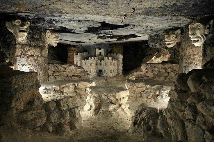 salle du château - Catacombes de Paris