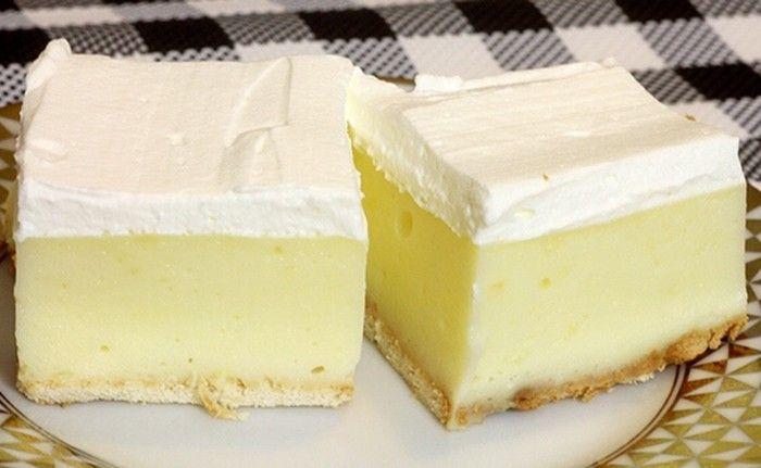 Nepečený fenomenální zákusek z vanilkového pudinku a šlehačky na vrchu. Hotová delikatesa, která je na přípravu velmi jednoduchá.