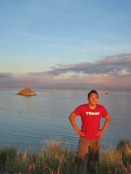 puncak bukit pulau kenawa sumbawa