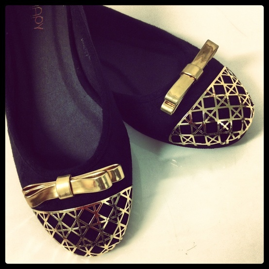 Go glam with the new Therapy Loretto ballet flat! We love the gold metal lattice detail with matching bow!