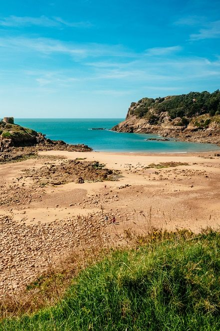 The beautiful and secluded Portelet beach in Jersey, Channel Islands #EscapeToJersey