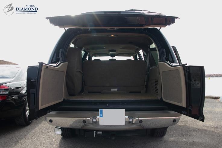 Ford Excursion. Su espacioso maletero.