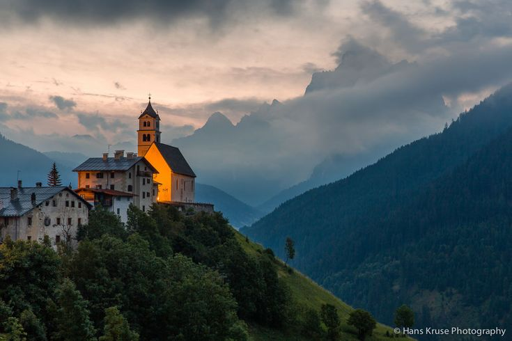 Colle Santa Lucia in early morning light by Hans Kruse