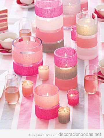Decoración de mesa de boda con potavelas de color rosa