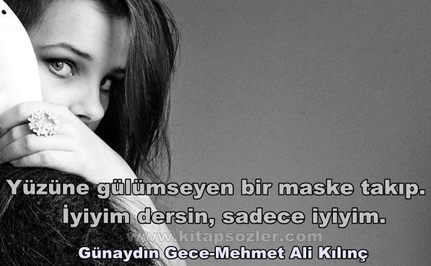 Yüzüne gülümseyen bir maske takıp. İyiyim dersin, sadece iyiyim... Günaydın Gece-Mehmet Ali Kılınç http://www.kitapsozler.com/resimli-kitap-sozleri/